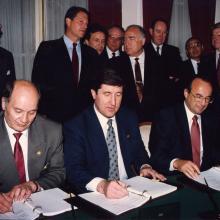 Подписание контракта по проекту «Сахалин-2»; 1994 г.