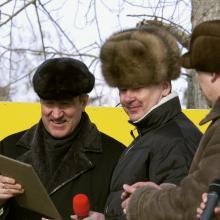 С губернатором Тюменской области С.С. Собяниным на открытии Карасульского спорткомплекса; март 2005 г.