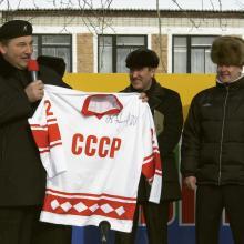 С В.А. Третьяком и С.С. Собяниным на открытии Карасульского спорткомплекса; март 2005 г.